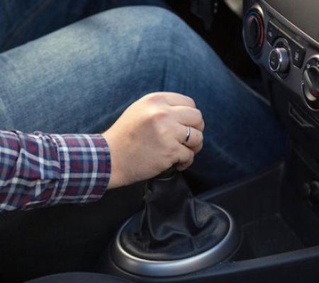 Mười thói quen lái xe xấu gây hại cho